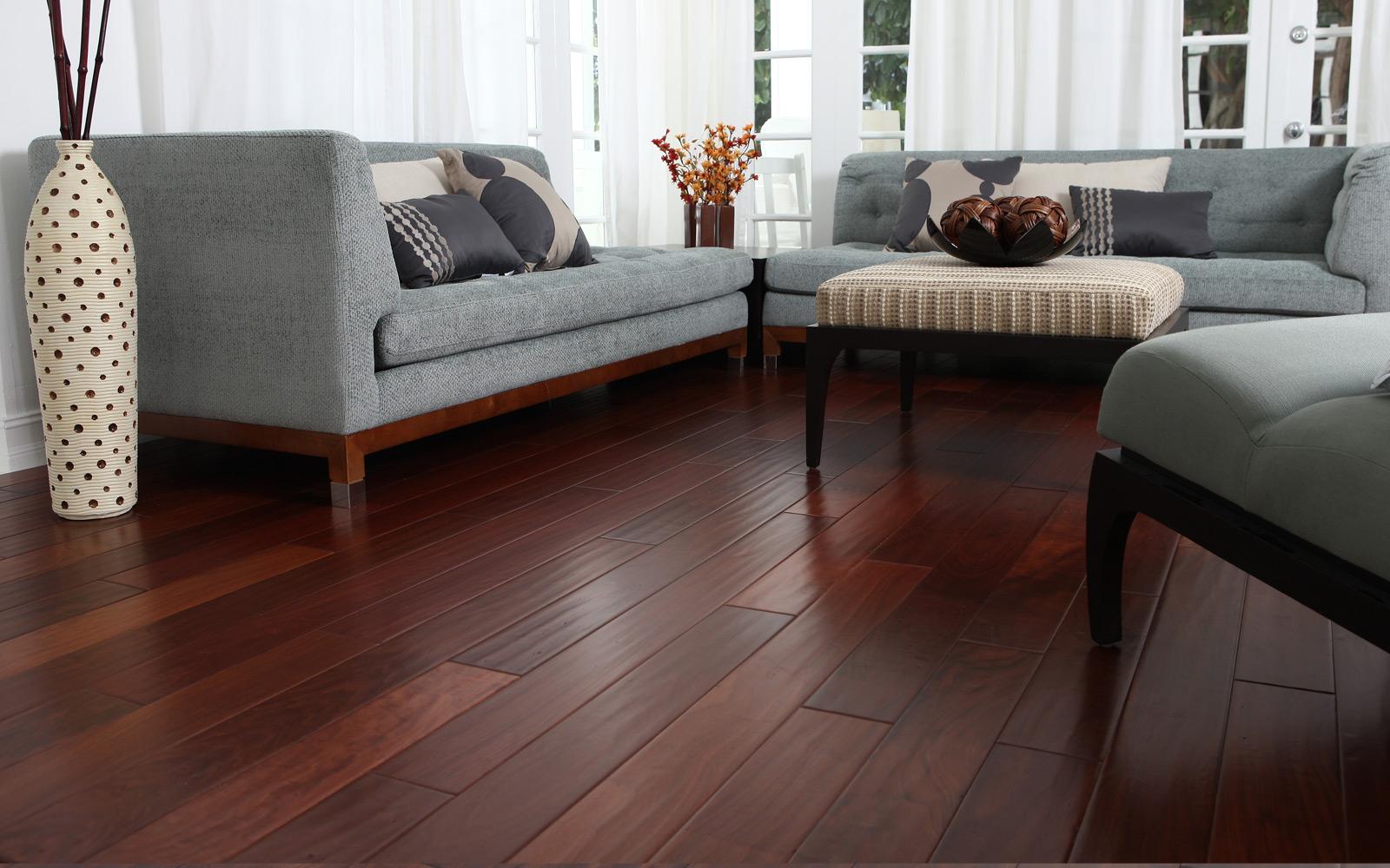 Quali sono i prezzi del pavimento in legno scopriamoli for Scuri in legno costo
